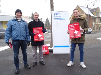 Sandro Bertoluzzo (Gemeinderat FDP), Adrian Ineichen, Dennis Fink (Präsident Jungfreisinnige Bezirk Uster)
